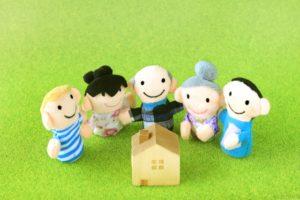 家と家族の人形