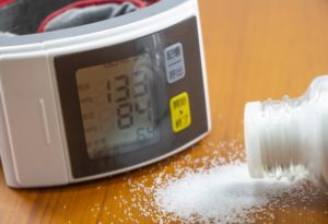 血圧計と塩