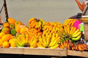 マーケットに並ぶバナナ