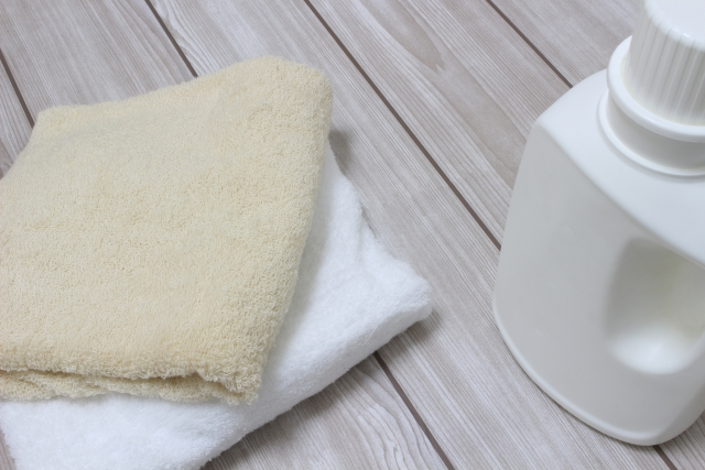 洗濯洗剤とタオル