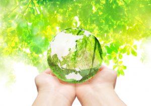 手のひらに乗せたガラスの地球